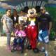 Sarah en famille avec Mickey